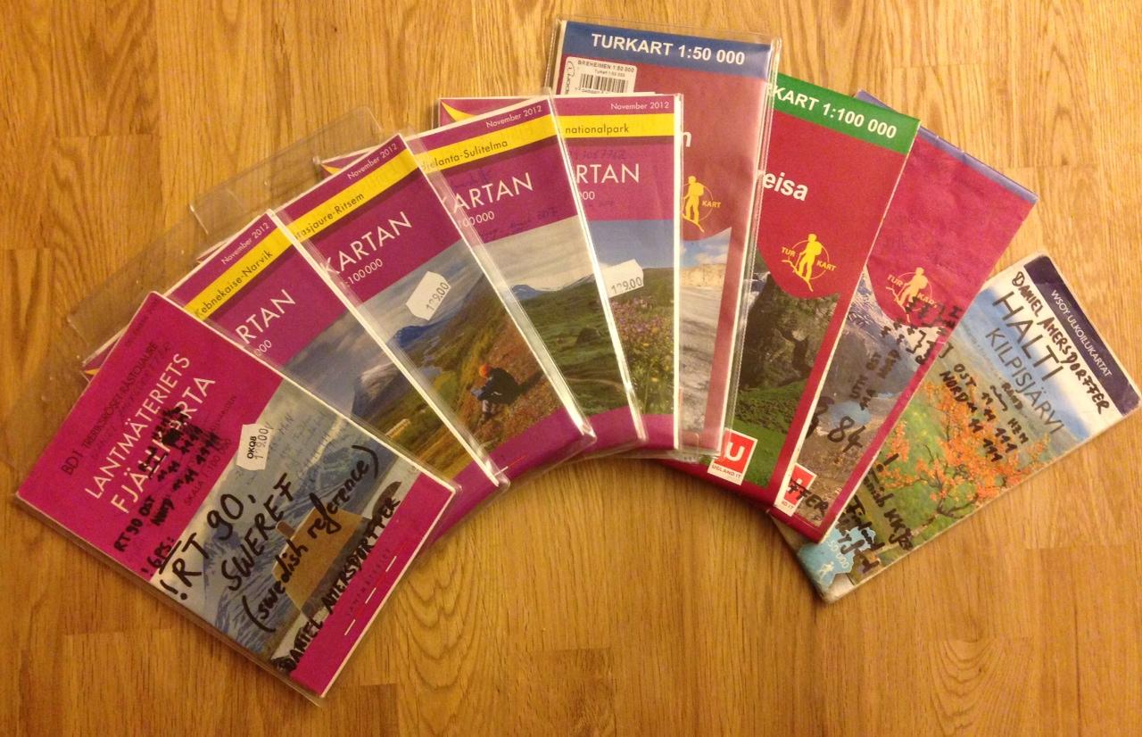 Foto der Fjällkartan, Turkart und finnischen Karten, die wir nutzen werden
