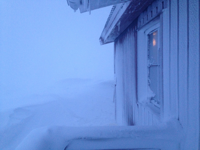 Die Pieskehaure Hütte im Sturm - der vollkommen vereiste Eingang
