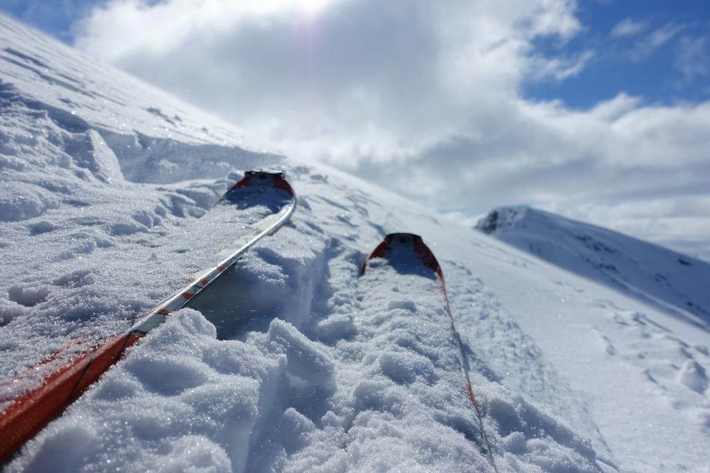 Auf Skitour in Norwegen - wie findet man geeignete Tourenziele und was ist bei der Planung und Durchführung von Skitouren zu beachten?