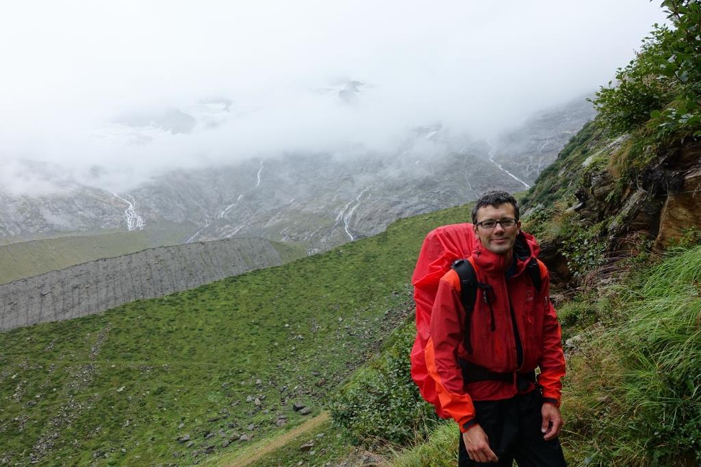 Abstieg von der Birnlücke: Daniel in Regensachen