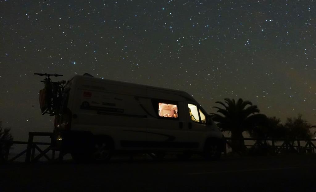 Wildstehen bei Nacht mit dem Wohnmobil auf Elba