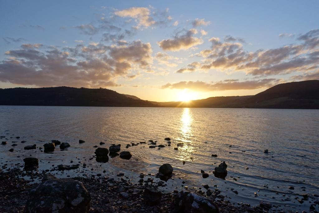 Bild Sonnenuntergang Loch Ness beim Wildcampen in Schottland